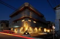 ホテル外観-夜景