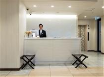 フロントチェックインはこちらで。フロントスタッフが笑顔でお出迎えいたします♪