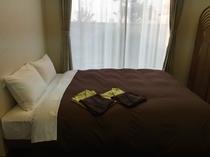 和洋室の洋室ベッド 幅150㎝ダブルベッド
