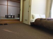 和洋室の和室とベッドルーム