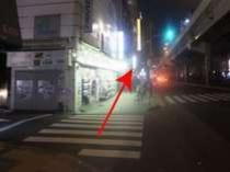 上野駅「入谷改札」からの道案内⑧道沿いをそのまま真っ直ぐ行きます。左に郵便局が見えます。