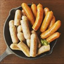 (夕食)鉄板焼でカール・レイモンのソーセージを