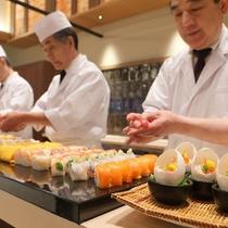 熟練の寿司職人が目の前で握ります