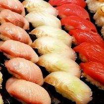 様々な寿司が熟練の職人によって創られる