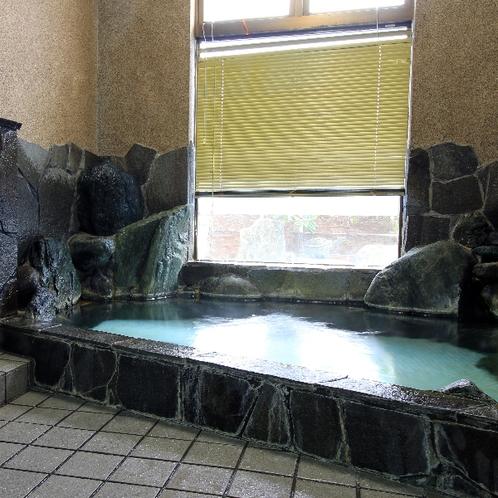 【男湯】岩風呂調の作りのお風呂です♪旅の疲れをゆっくり癒やして下さい。