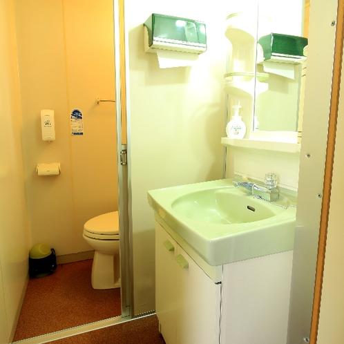 各お部屋にトイレと洗面所完備です♪