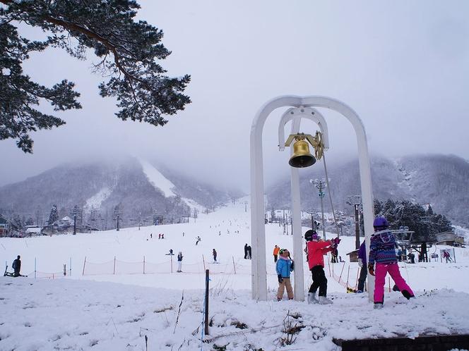 豊富な雪と様々なコース、キッズスペースなどがあります