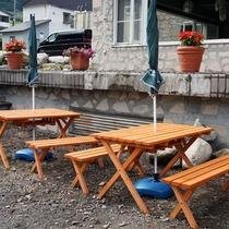 外のテーブル