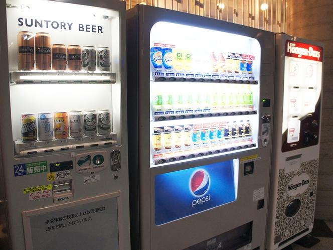 コンビ二までいかなくてタバコ・お酒の自動販売機があります