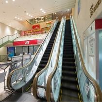 フロント(3階)へはエスカレーターでお越しください。