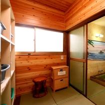 当館の浴室の脱衣所★ 入浴時間は、15時~23時と6時30分~です。※朝入浴される場合は、事前にお知