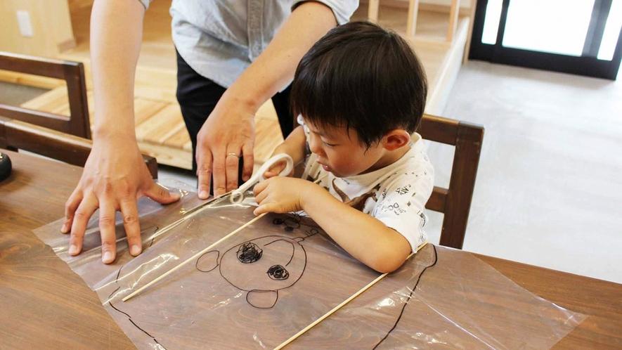 ・針江の竹を使って、凧を作る体験ができます