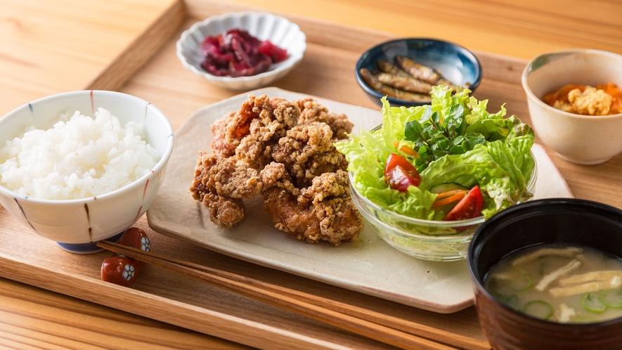 ・高島名物 とんちゃん唐揚げ定食 高島市では家庭の味です