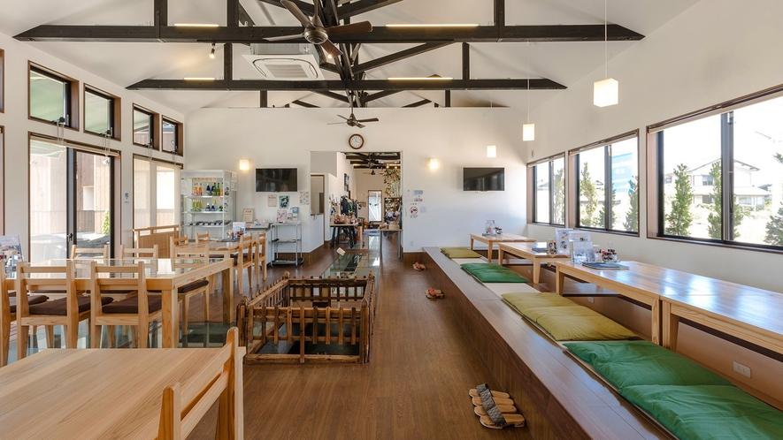 ・<レストラン>当館のレストラン。天井も高く開放感抜群です