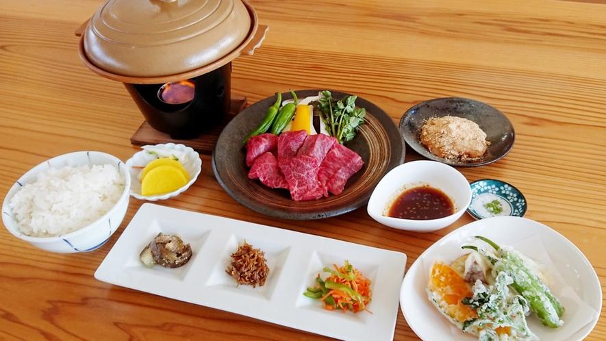 ・<夕食>近江牛陶板焼御膳。滋賀県といえば近江牛ですね!ぜひご賞味ください
