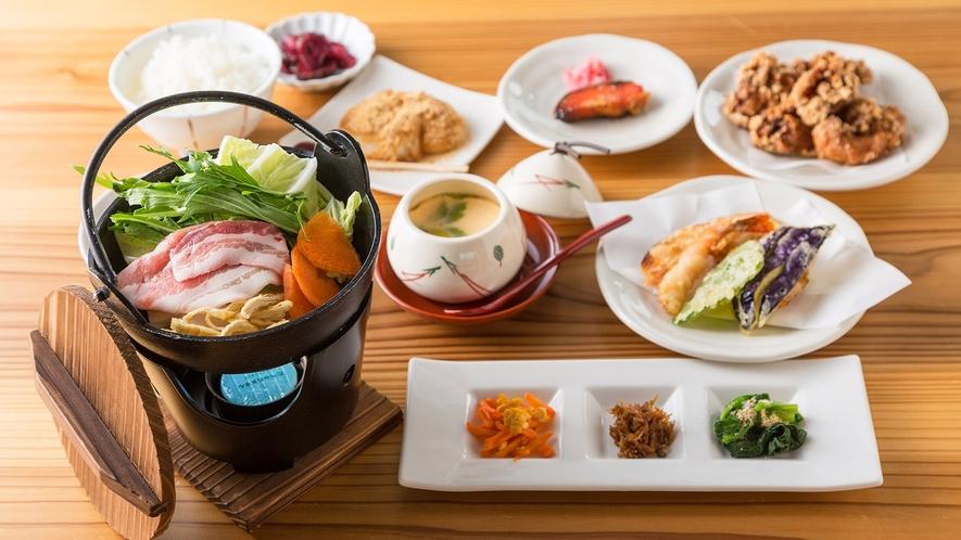 ・<夕食>高島御膳。発酵食品で有名な高島市の レストラン自慢の御膳です