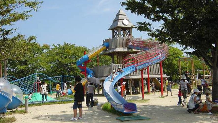 ・大型の児童館「びわ湖こどもの国」も近くにあります