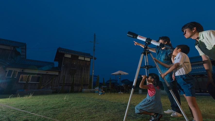 ・当館には天体望遠鏡があります。天気がよければ月のクレーターなどがはっきりと見えますよ