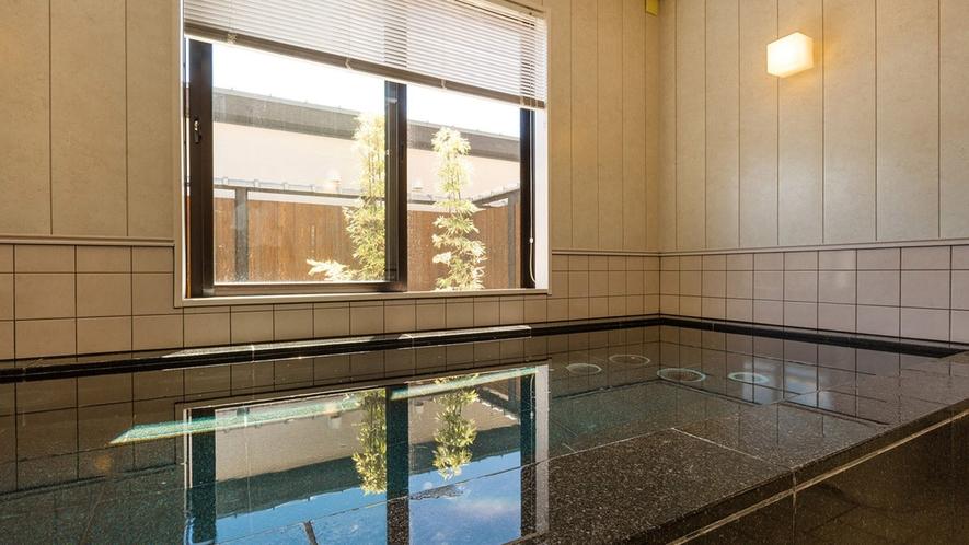 ・<本館大浴場> 湧き水を使った透明度の高いお風呂をご堪能ください