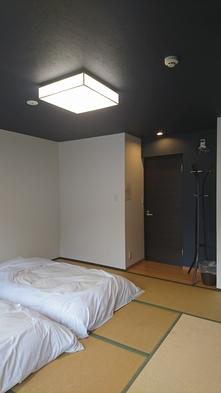●ゲストハウスの個室● 窓の大きい明るいお部屋です。4名様まで料金一律。道後観光にオススメ!
