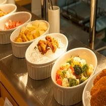 ◆朝食 温物料理2(感染症対策の為小鉢にて提供)