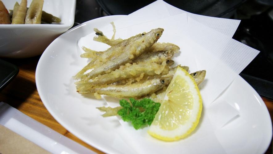 *【夕食一例】外はサクっ!中はフワっと柔らかいワカサギの天ぷら。