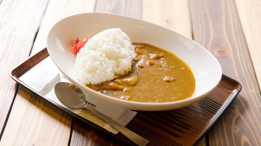 *食事一例/野菜や山菜など、その時折の季節に合わせて、地元で収穫された食材をふんだんに使っています。