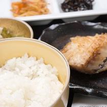 *【朝食メニュー一例】