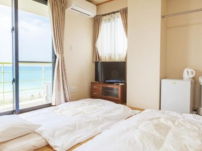 琉球畳を使用した和室。お布団でお休みいただきます。