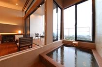 部屋付きの半露店風呂