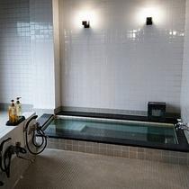 【お風呂】男性の浴場です。
