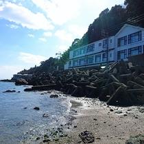 【外観】海沿いに建つ当館は全部屋オーシャンビュー!