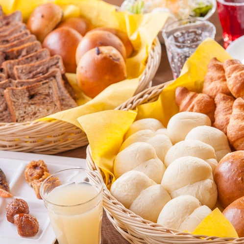 【ご朝食】各種パンもご用意しております♪