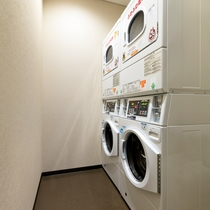 【館内設備】コイン式 洗濯機・乾燥機を取り揃えております♪