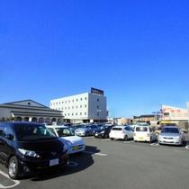 【駐車場】広々とした敷地で160台駐車いただけます♪