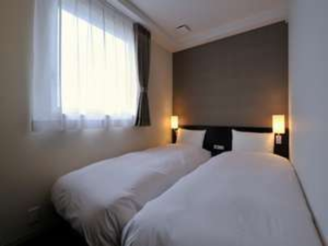 【CVS・BAY HOTEL本館】ツインルーム 11㎡(約6畳)のお部屋に90cmベット2台