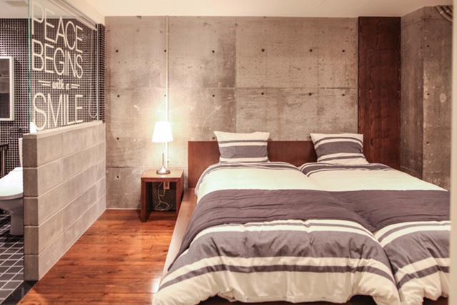 ROOM−002ベッドルーム