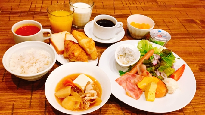 【朝食付】アジの開きと豚汁とシラスが自慢!メインはワンプレート・その他ビュッフェ形式でご提供