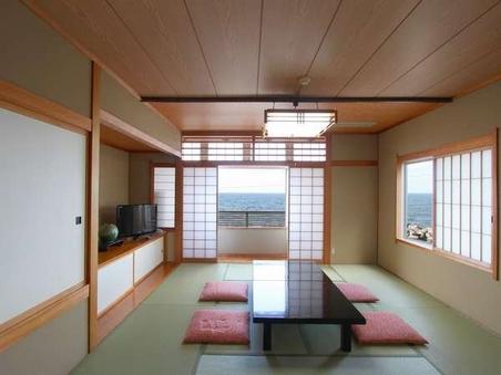 日本海が一望できる 【和室 10畳 海側】