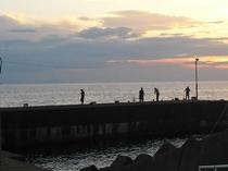 かねとも前は釣り人にも人気の堤防釣りが楽しめます