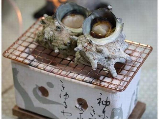 【サザエ壺焼き】当館特製のたれで壺焼きのサザエ