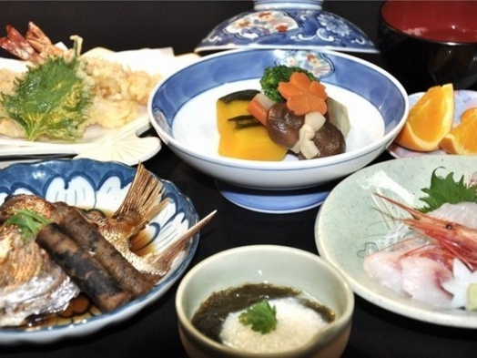 源泉かけ流し鳴き砂温泉でリラックス効果!夕食は、おさかな大好き!丹後産魚貝類!琴引コース