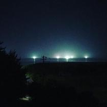 イカ釣り漁船の光