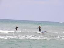 サーフィンの様子