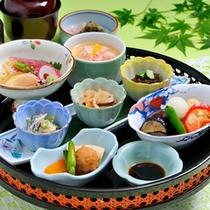 """*日本料理""""四季""""/旬の素材にこだわった心尽くしの品々をご賞味下さい。"""