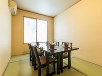 個室のお食事処の例(お食事処がいっぱいの場合部屋食となる事もございます)