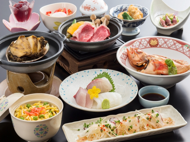 秋の海鮮会席のお食事例。アワビ陶板焼きと和牛陶板焼きのダブルメインはボリュームたっぷりです
