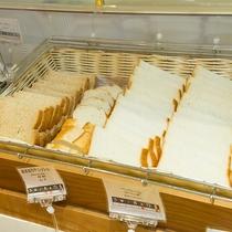 朝食:食パン!