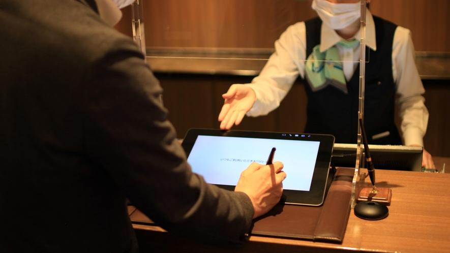 新型コロナウイルス対策:フロントに飛沫感染防止のアクリル板を設置しております。