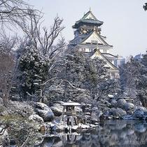 大阪観光スポット:大阪城、冬、雪景色